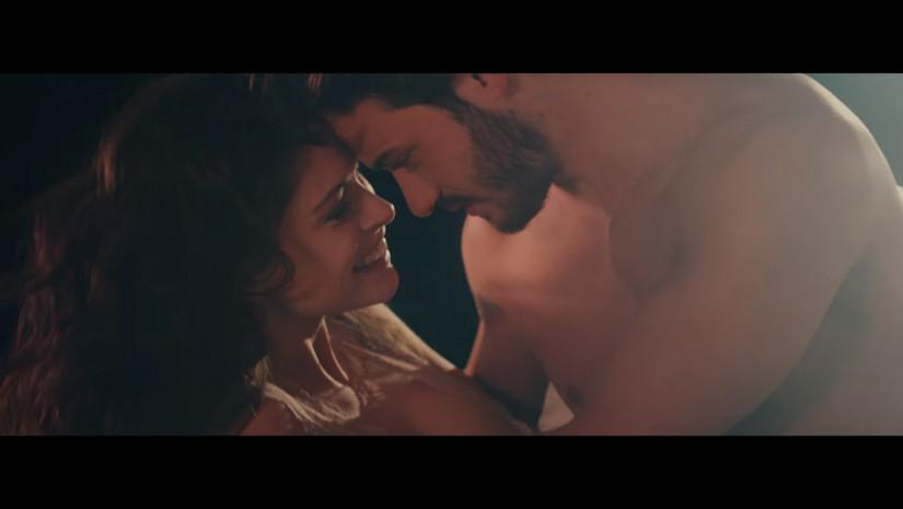 Martin Garrix & David Guetta feat. Jamie Scott & Romy Dya — So Far Away, новый клип