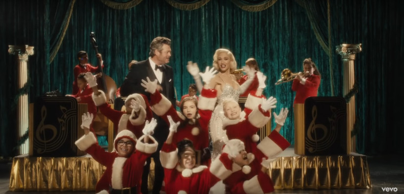 Gwen Stefani ft. Blake Shelton — You Make It Feel Like Christmas, новый клип