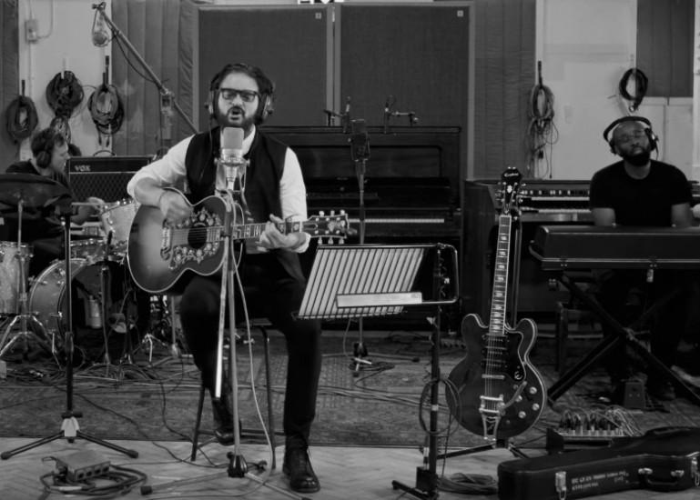 Ricardo Arjona — Hongos, новый клип