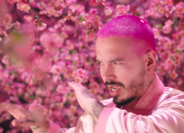 J Balvin — Rosa, новый клип