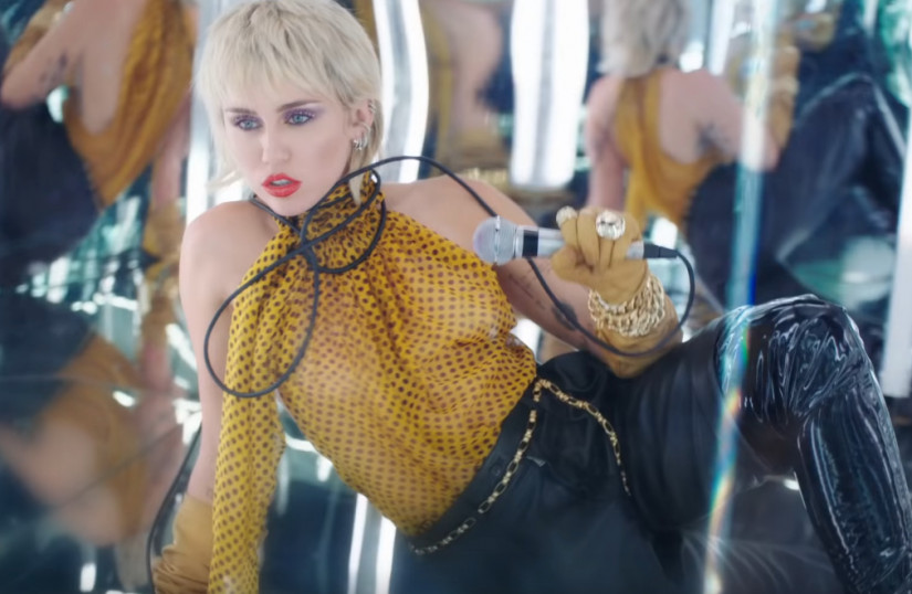 Miley Cyrus — Midnight Sky, новый клип